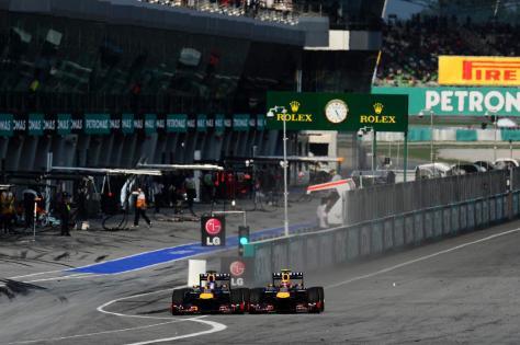 Webber arrincona fuera de la pista a Vettel en el Gp de China 2013
